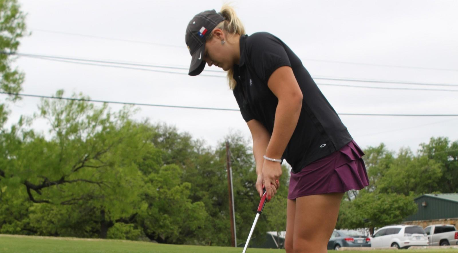 Women's golf team finds consistency