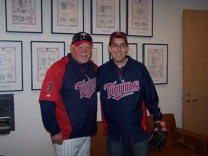 Ron Gardenhire, former manager of the Minnesota Twins, and Michael Acosta pose for a picture after trading baseball knowledge.