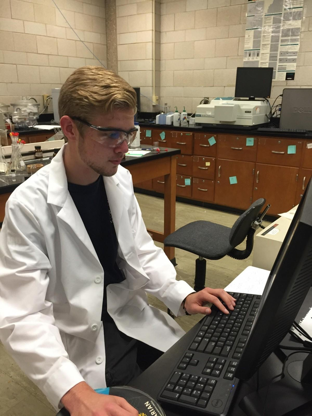 Chemistry and biochemistry students study combating tuberculosis