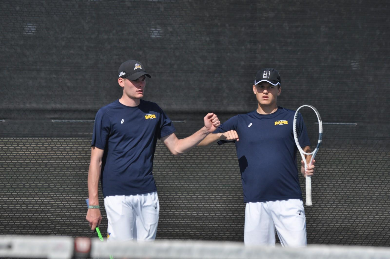Men's tennis team shows potential