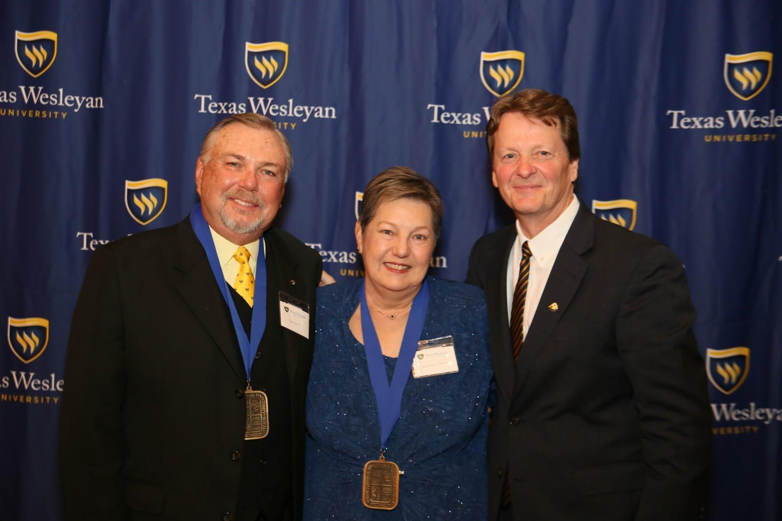 Awards dinner honors alumni