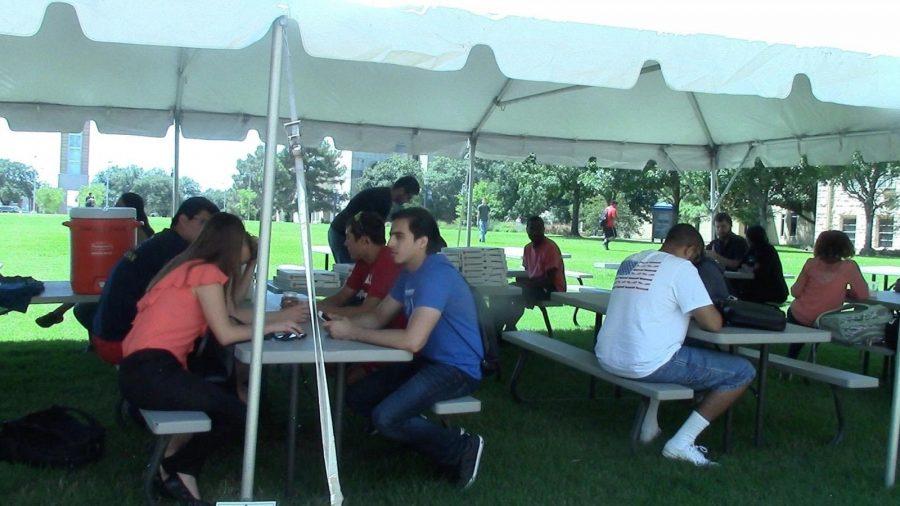 Students enjoy pizza at Thursdays outdoor Chapel event.  Photo courtesy of Calvin Johnson.