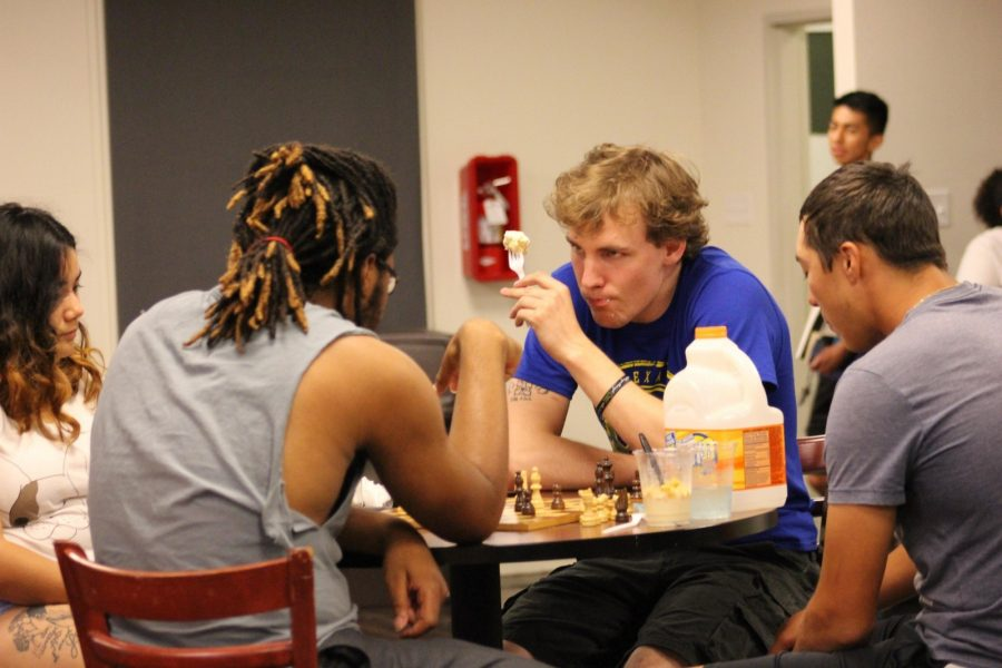 Freshman+John+Traxler+%28right%29+plays+chess+and+eats+ice+cream+with+his+fellow+students+in+the+Stella+lobby%2C+a+popular+hang-out+spot+for+students.