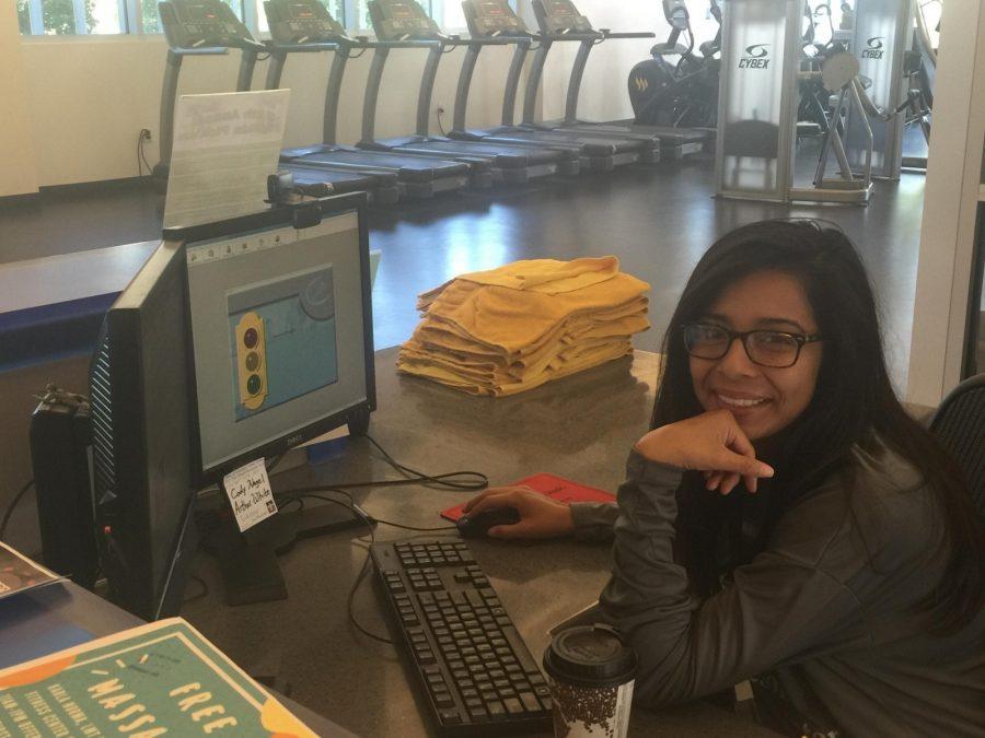 Sophomore+criminal+justice+major+Samantha+Ortiz+works+at+the+check-in+desk+of+Morton+Fitness+Center.+