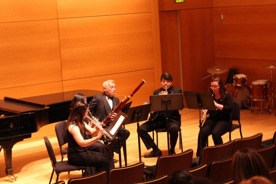 Wesleyans Woodwind Ensemble performs at the Modern Art Museum of Fort Worth on Saturday. Pictured are (left to right) Britany Clark, Jasmin White, Dr. Jerome Bierschenk, Luis Calderon, and Jamie Ford. Photo by Hannah Onder.
