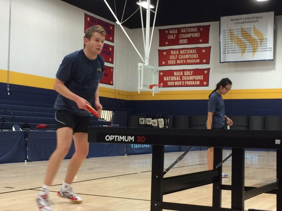 Freshman+Marcus+Waerstad+practices+at+the+Sid+W.+Richardson+gym.%0APhoto+by+Heather+Birge.
