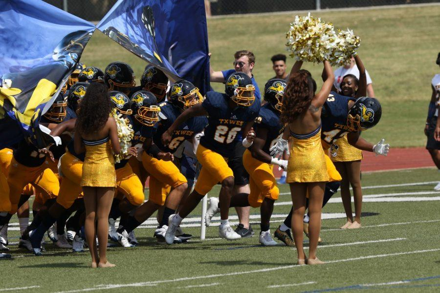 The+Rams+take+the+field+shortly+before+the+coin+toss+in+the+SAGU+game.%0APhoto+by+Little+Joe.