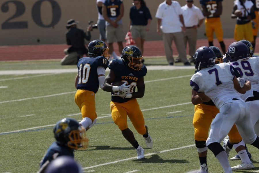 Davonte Mitchell-Dixon runs with the ball during the Southwestern Assemblies of God University game. Photo by Little Joe