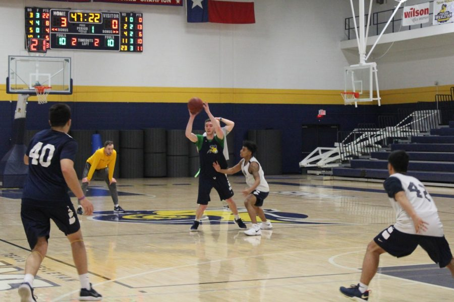 Senior basketball player and mass communication major Jeremy Crane passes the ball during practice in Sid Richardson. Photo by Karan Muns