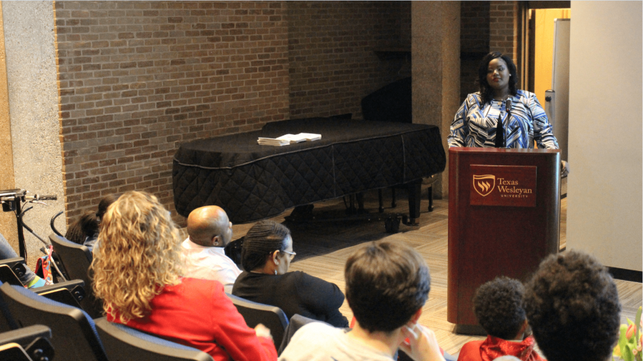 Rev. Melanie Jones speaks about empowering women at the 2018 Willson Lectureship. Photo by Alpha Diallo