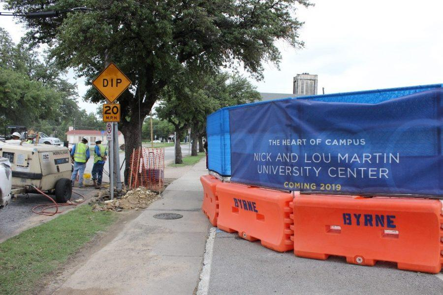 Students have to find alternate paths around the construction site. Photo by Hannah Onder