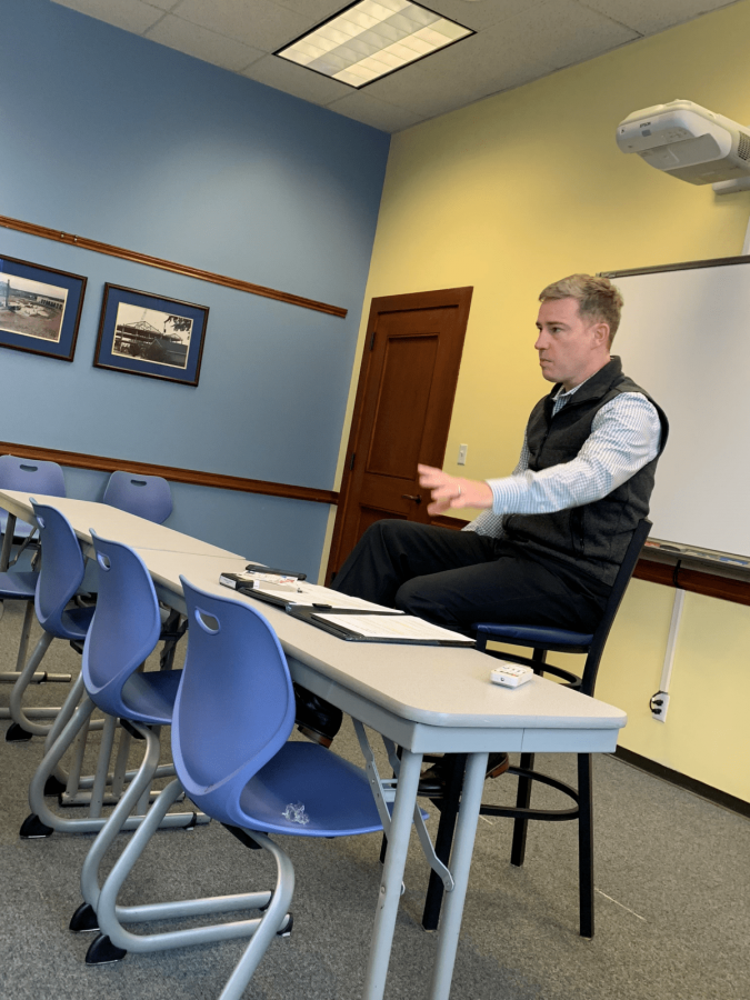 Michael Gatton educates students on how to wow potential employers at Thursdays workshop. Photo by Massaran Kromah