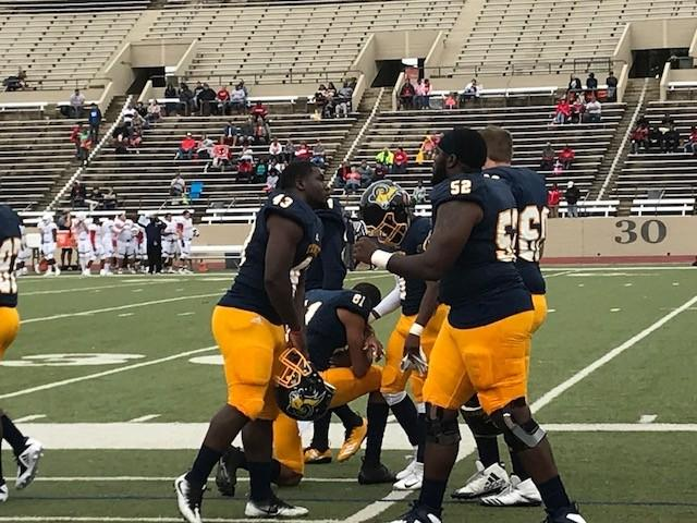 Texas+Wesleyan+football+players+gather+and+pray+before+home+game+against+OPSU.%0APhoto+by+Ashton+Willis%0A