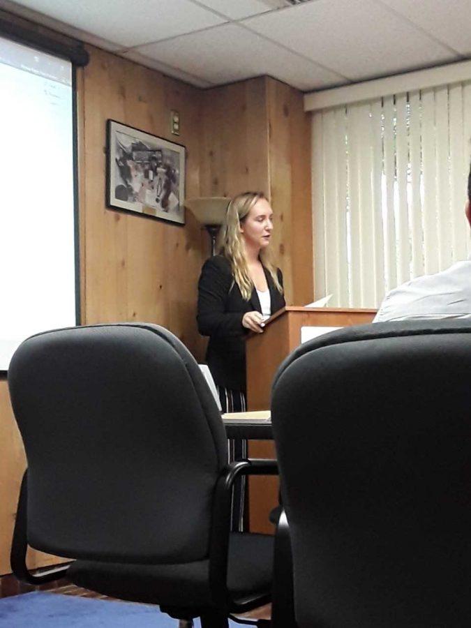 SGA President Alyssa Hutchinson presents an award at Thursdays meeting. Photo by Elizabeth Lloyd